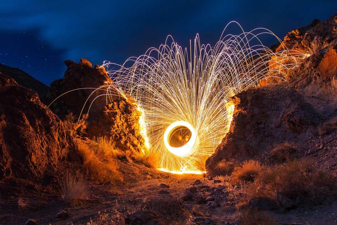 Feuerwerk in einer Schlucht