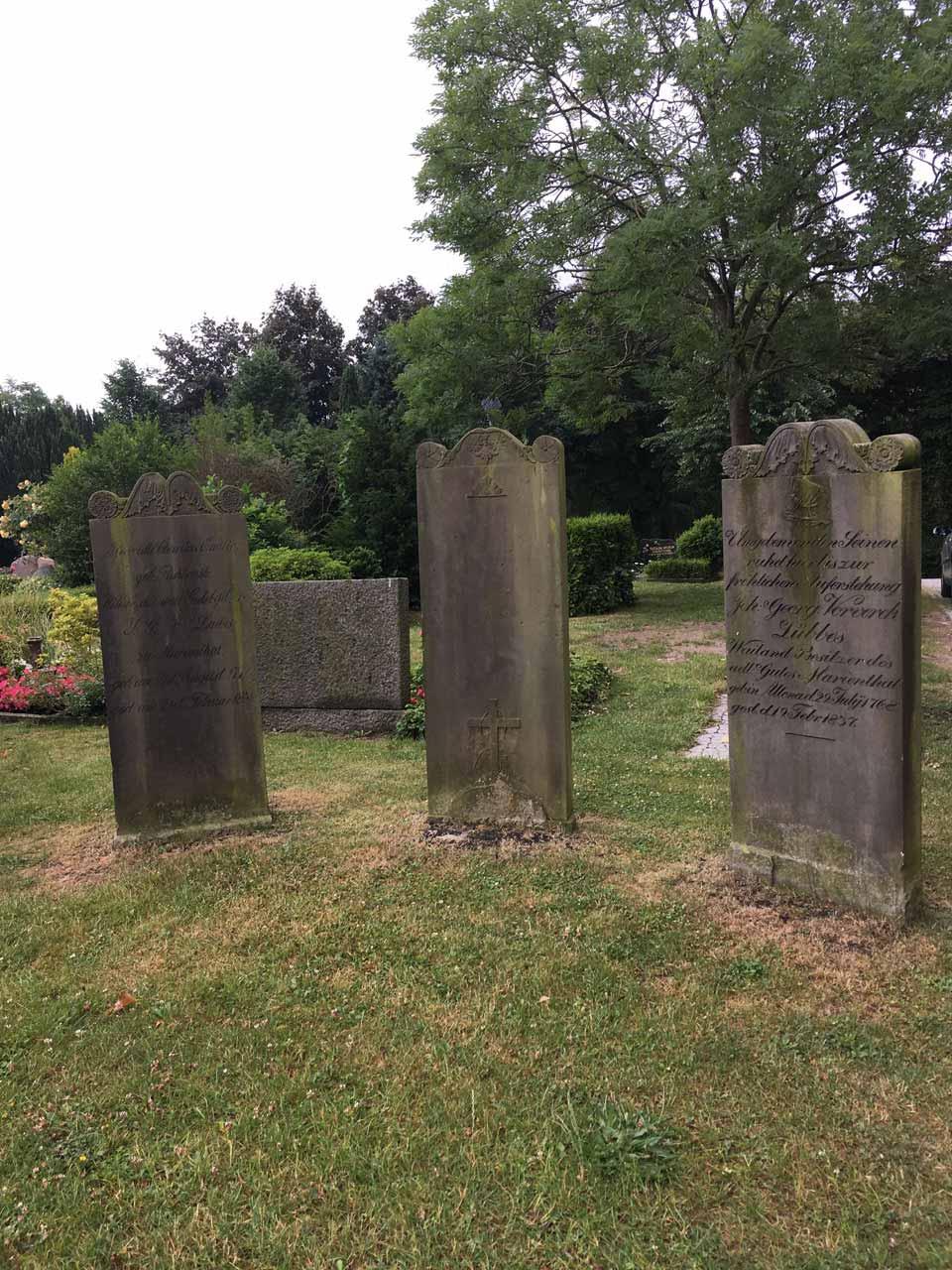 Grabsteine auf dem Friedhof von Eckernförde