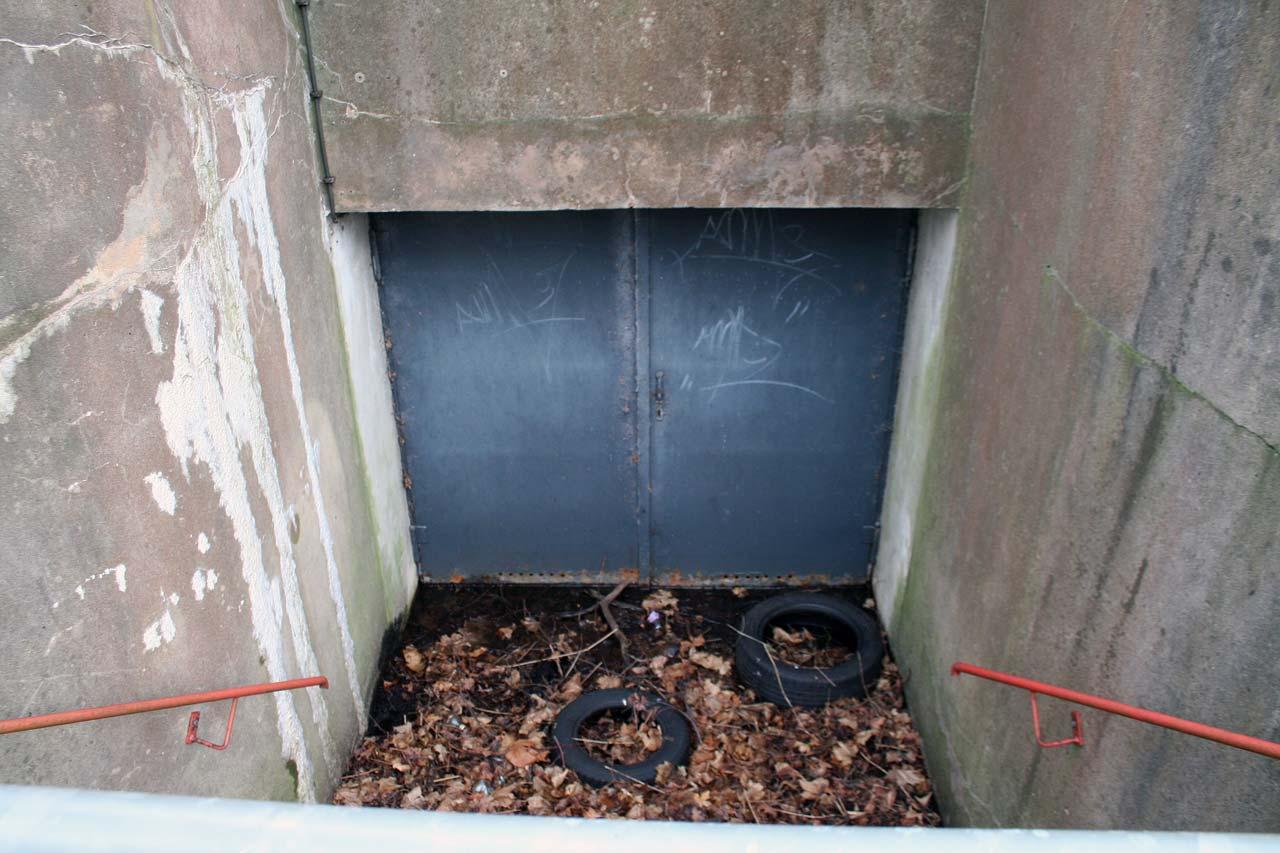 Tor zum Bunker